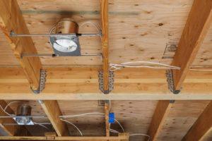 Как сделать скрытую электропроводку в деревянном доме