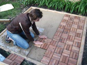 Плитка для дорожек на даче: инструкция по укладке