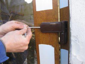 Как установить пластиковую дверь?