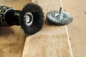 Браширование древесины: подбор щеток и инструмента, обработка дерева своими руками