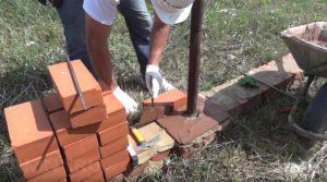Как сложить столб из кирпича для забора своими руками