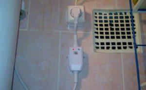 Почему приборы в квартире бьются током