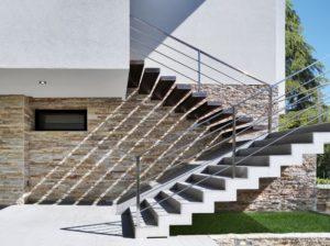 Наружная лестница в малоэтажном строительстве