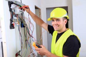 Как получить профессию электрик?