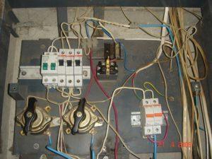 Доступ к автоматам в электрических щитах подъездов (на площадке)