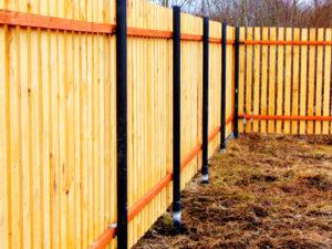Как сделать забор на винтовых сваях