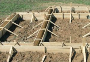 Поэтапная заливка фундамента под домом. Преимущества летней и зимней заливки фундамента