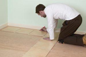 Укладка плитки на деревянный пол