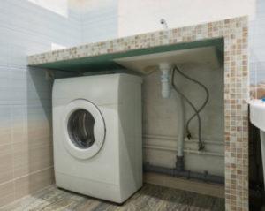 Безопасна ли установка розетки для стиральной машины под раковиной?