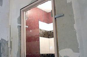 Установка двери в ванную: пошаговая инструкция