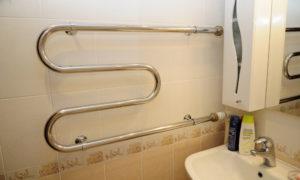 Особенности установки электрического полотенцесушителя в ванной комнате