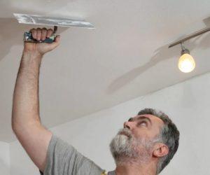 Как выбрать шпаклевку для потолка