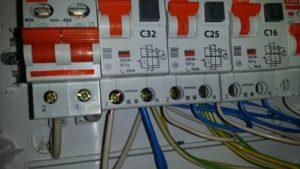 Почему срабатывает дифавтомат при включении варочной панели?