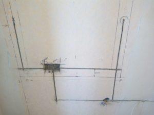 Как разметить стены и потолок под проводку?
