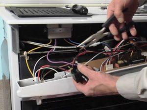 Электрический духовой шкаф отключается сразу после включения