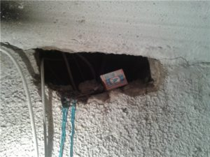 Как заделать дыру в полу, если там проходит провод?