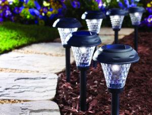 Освещение сада на солнечных батарейках