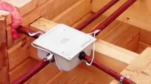 Как провести электропроводку в деревянном доме по ПУЭ и прочим стандартам