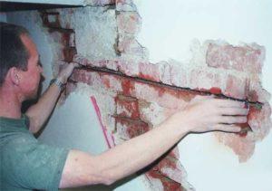 Трещина в стене дома - как предотвратить, остановить и заделать трещину в стене
