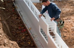 Установка несъемной опалубки из пенополистирола при строительстве малоэтажного дома. Инструкция и рекомендации по выполнению работ
