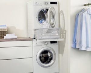 Как правильно установить сушильную машину на стиральную?