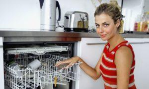 Почему новая посудомоечная машина пахнет горелым?