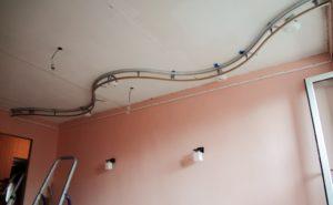 Как установить двухуровневый натяжной потолок