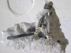 Опасна ли скрутка проводов в стене под штукатуркой?