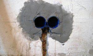 Как правильно установить розетку в стену?