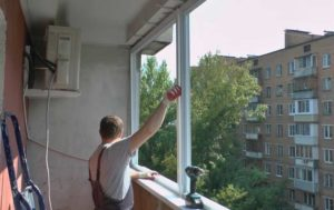 Как поставить окна на лоджию своими руками