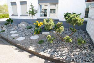 Борьба с сорняками в палисаднике. Палисадник перед домом без сорняков