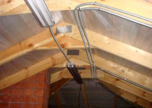 Можно ли прокладывать кабель по крыше здания согласно ПУЭ