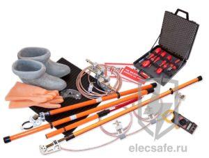 Какими защитными средствами должны быть укомплектованы электроустановки