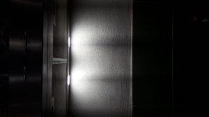 Почему свет в вытяжке горит постоянно?