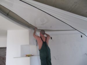 Монтаж комбинированного потолка