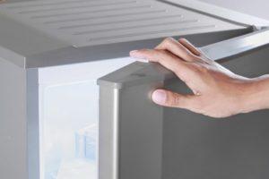 Может ли холодильник потреблять больше энергии из-за того, что дверца неплотно закрывается?