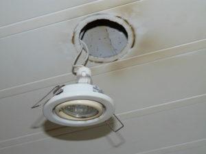 Не горят лампочки в подвесном потолке