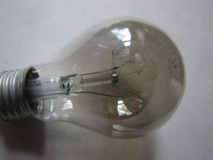 Почему перегорают лампочки в половине дома?