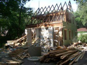 Демонтаж деревянного дома своими руками