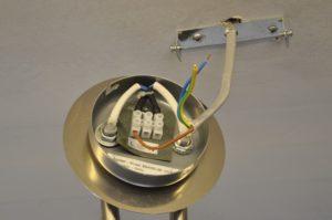 Как подключить люстру с 3 проводами к 2 проводам на потолке?