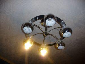 Почему в люстре перестали гореть лампочки, даже новые?