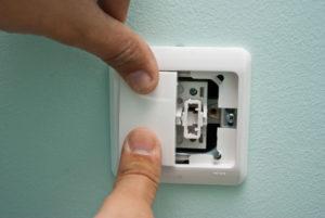 Как установить выключатель света