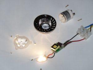 Почему светодиодный светильник плохо светит (не на полную мощность)?