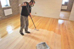 Как покрыть деревянный пол лаком
