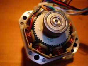 Что такое шаговый двигатель, зачем он нужен и как работает