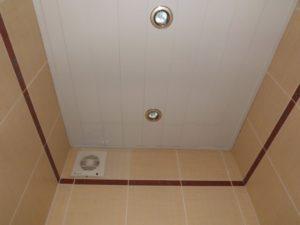Потолок в туалете своими руками