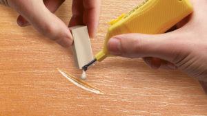 Как убрать царапину на двери своими руками