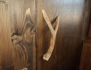 Ручка для двери из дерева своими руками