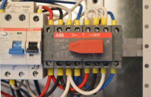 Какой реверсивный переключатель ставить на входе дома, напряжение 380В?