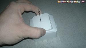 Как снять накладной выключатель с одной клавишей?